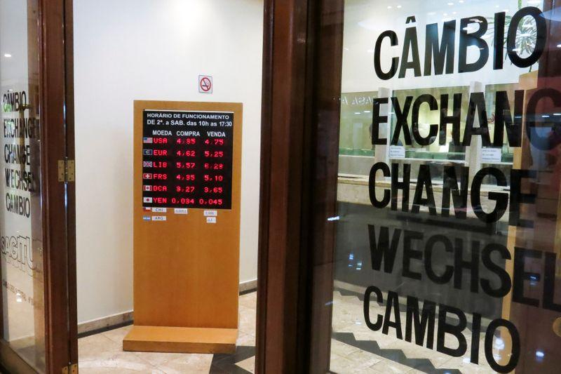Акции у рекордного пика, валюты EMEA малоподвижны