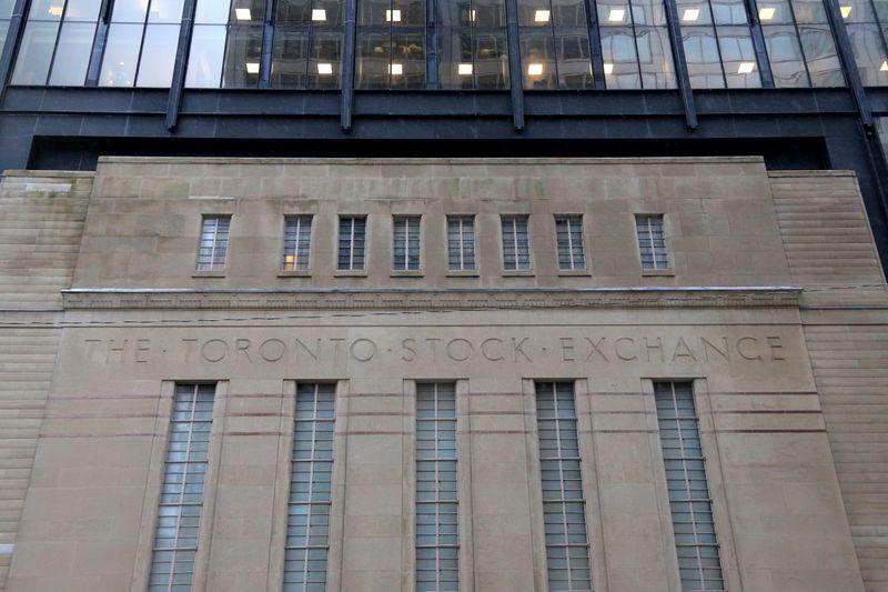 © Reuters. The facade of the original Toronto Stock Exchange building is seen in Toronto