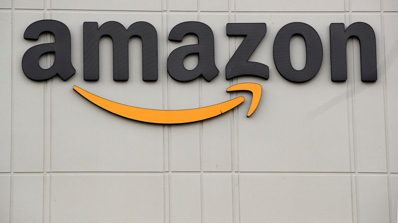 © Reuters. FILE PHOTO: Amazon's JFK8 distribution center in Staten Island, New York City