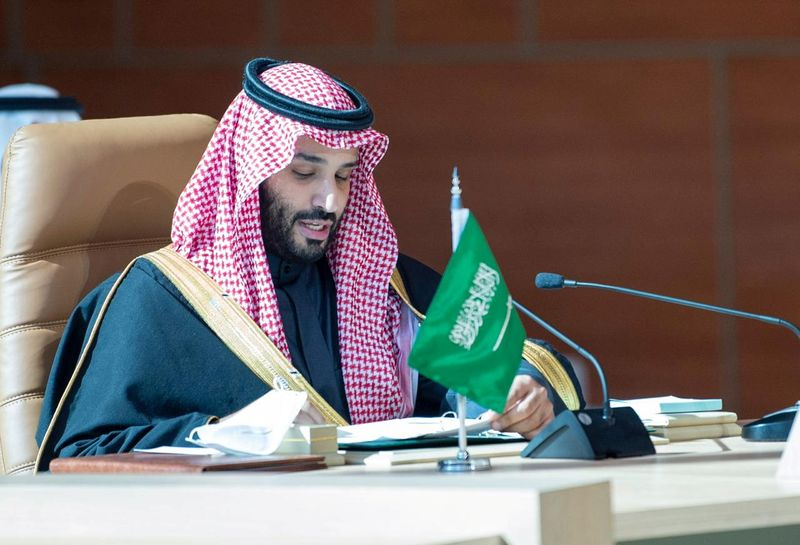 © Reuters. FILE PHOTO: Saudi Arabia's Crown Prince Mohammed bin Salman speaks during the Gulf Cooperation Council's (GCC) 41st Summit in Al-Ula