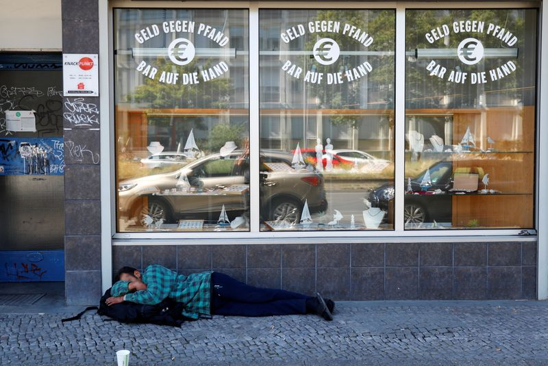 © Reuters. FILE PHOTO: Homeless man is pictured in front of a pawnshop in Berlin