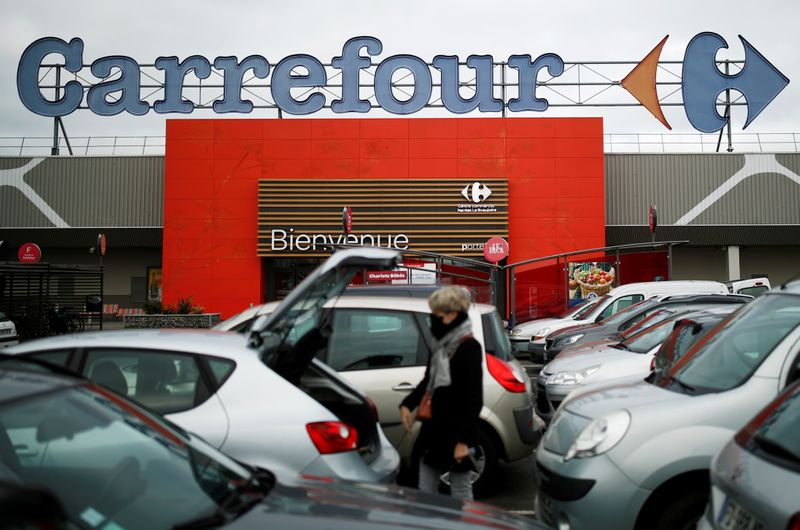 © Reuters. LE RACHAT DE CARREFOUR PAR UN GROUPE ÉTRANGER SERAIT UNE DIFFICULTÉ MAJEURE, DIT LE MAIRE