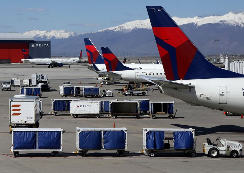 © Reuters. FILE PHOTO: Delta Airlines planes are loaded and unloaded at Salt Lake City International Airport in Salt Lake City