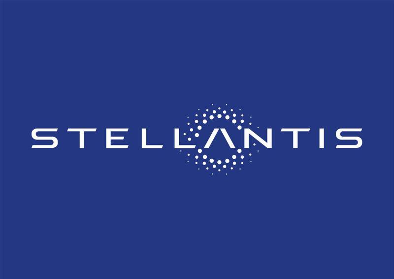 © Reuters. FILE PHOTO: The logo of Stellantis