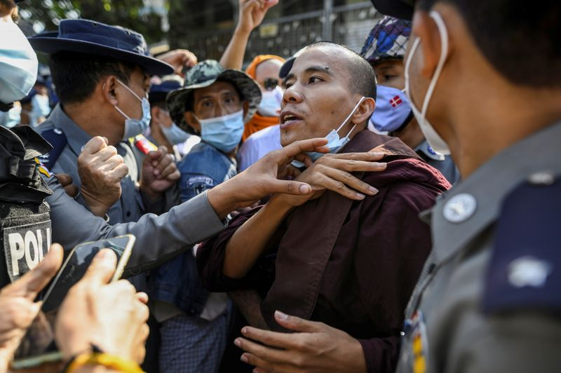 © Reuters. Police detain a Buddhist monk while he takes part in a protest in support of the jailed nationalist right wing monk Wirathu outside Insein prison in Yangon