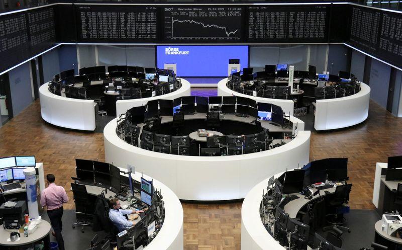 © Reuters. الأسهم الأوروبية تغلق مرتفعة بدعم من قفزة لأسهم ستيلانتيس وسلع الرفاهية