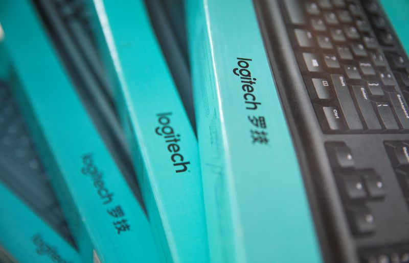 © Reuters. FILE PHOTO: Logitech keyboards are seen in the computer shop in Zenica