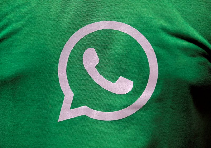 © Reuters. FILE PHOTO: FILE PHOTO: A logo of WhatsApp is pictured on a T-shirt worn by a WhatsApp-Reliance Jio representative during a drive by the two companies to educate users, on the outskirts of Kolkata