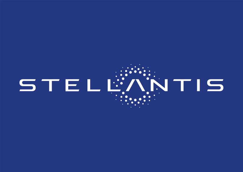 © Reuters. FILE PHOTO: The logo of Stellantis