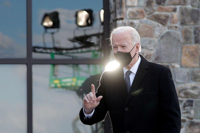© Reuters. FILE PHOTO:  Joe Biden visits Beau Biden National Guard/Reserve Center in New Castle