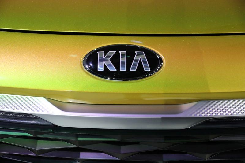 © Reuters. FILE PHOTO: LA Auto Show in Los Angeles