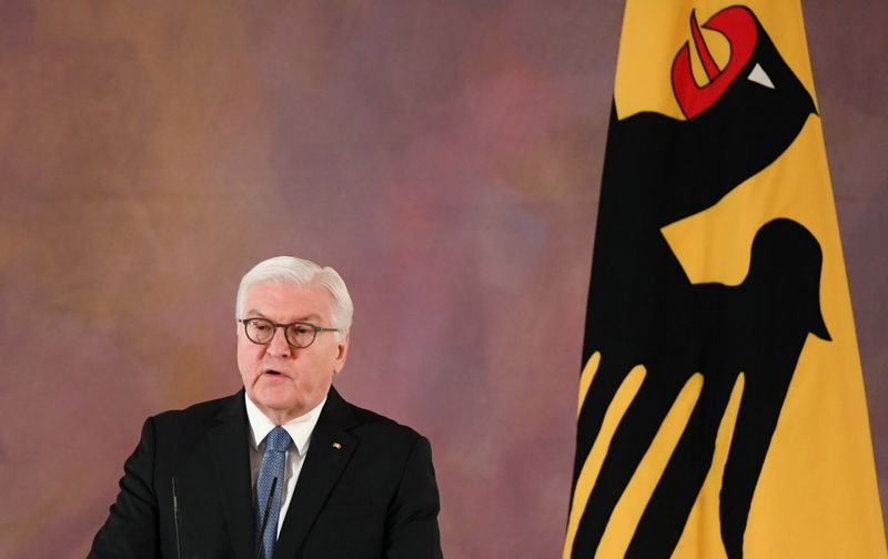 © Reuters. German President Frank-Walter Steinmeier delivers a statement on the turmoil in Washington, in Berlin
