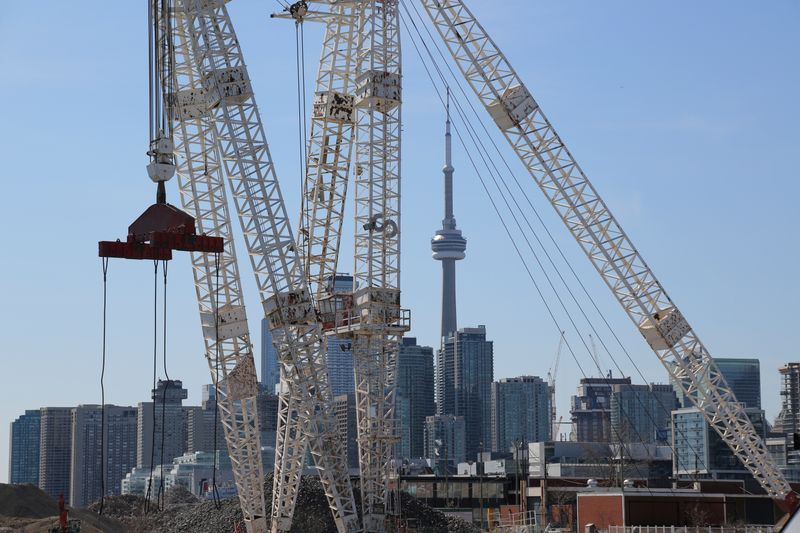 © Reuters. FILE PHOTO: The downtown skyline and CN Tower are seen past cranes in the waterfront area of Toronto