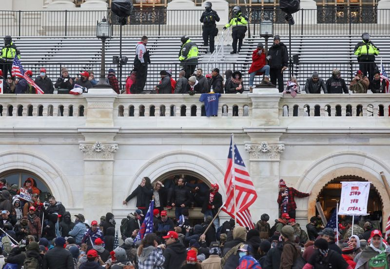 © Reuters. The U.S. Capitol Building is stormed by a pro-Trump mob on January 6, 2021