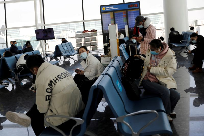 © Reuters. FILE PHOTO: Travellers at Wuhan Tianhe International Airport