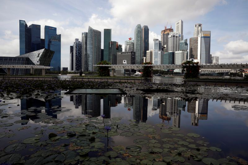 © Reuters. FILE PHOTO: A view of the city skyline in Singapore