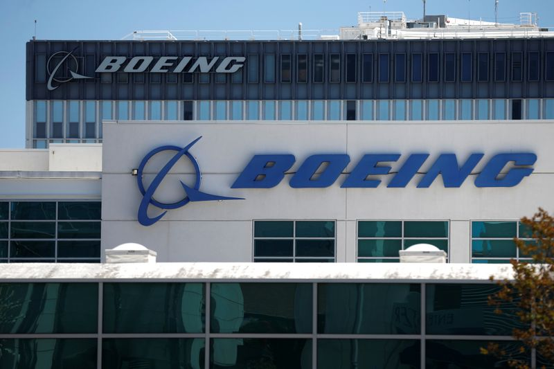 © Reuters. Boeing facilities are seen in Los Angeles, California