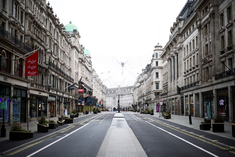 © Reuters. A view of a quiet Regent Street as shops remain closed under Tier 4 restrictions, amid the coronavirus disease (COVID-19) outbreak, in London