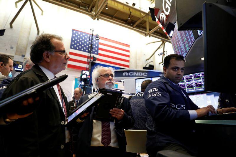 Уолл-стрит показала максимум дневного падения за 3 мес после заявления ФРС