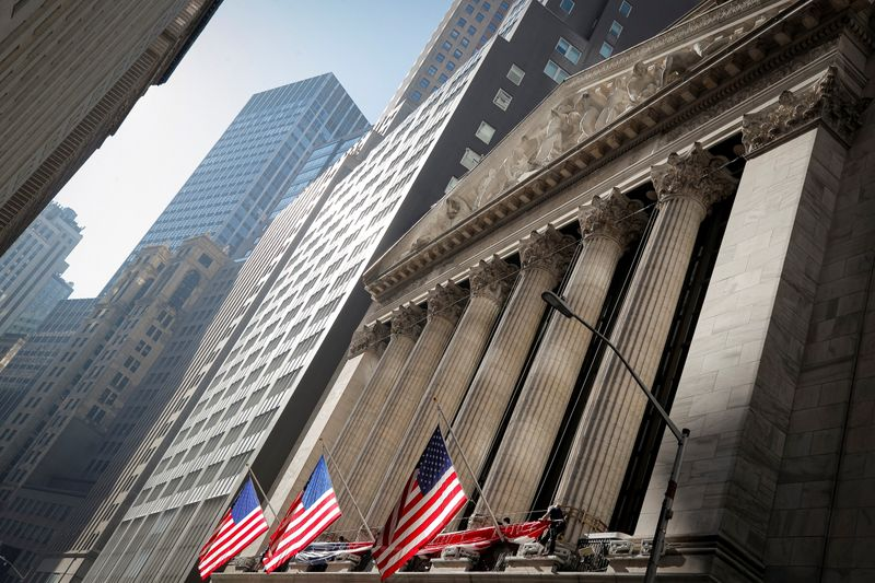 Фьючерсы на Dow, S&P демонстрируют рост после выхода данных о ВВП, безработице
