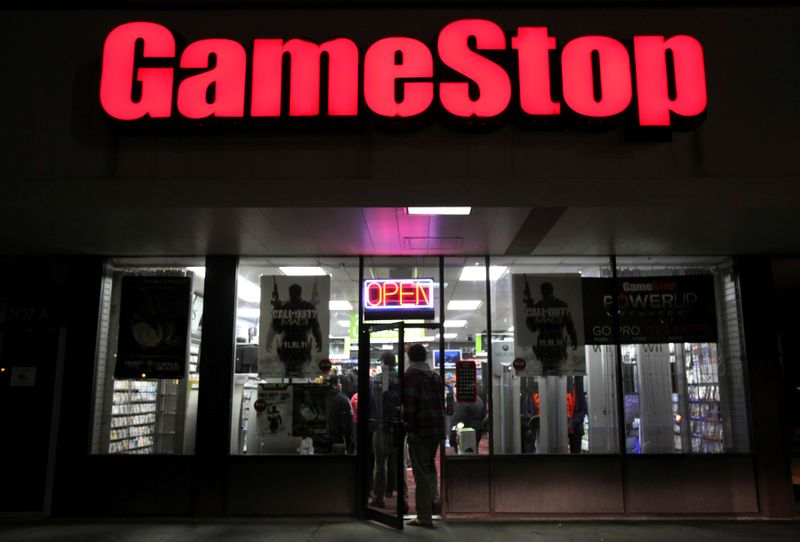 © Reuters. FILE PHOTO: People enter a GameStop store during
