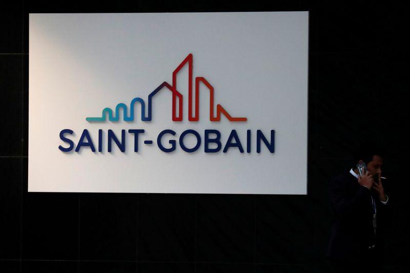 © Reuters. SAINT-GOBAIN À SUIVRE À LA BOURSE DE PARIS