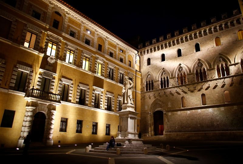 © Reuters. The entrance of Monte dei Paschi bank headquarters is seen in downtown Siena