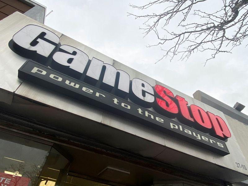 © Reuters. Il logo GameStop presso una filiale a New York