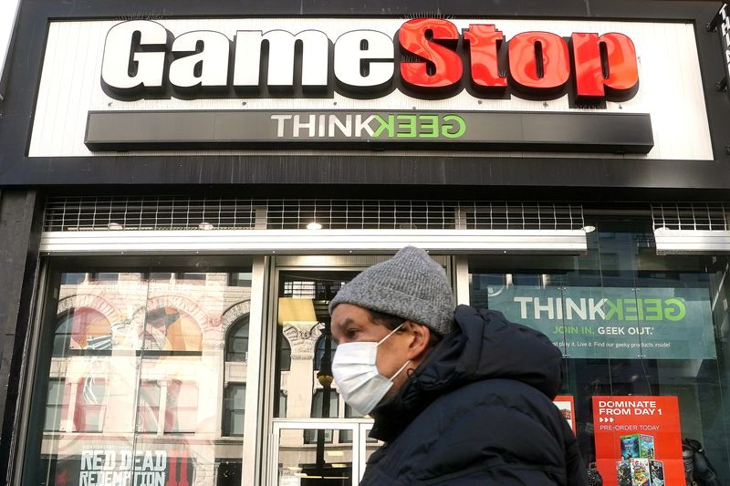 © Reuters. A person walks past a GameStop in New York