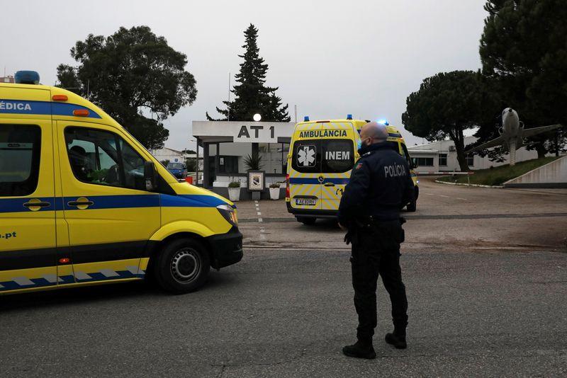 Portugal traslada pacientes de COVID-19 a la isla de Madeira para aliviar sus hospitales