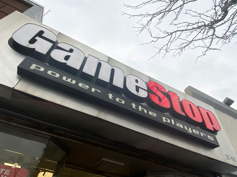 © Reuters. FILE PHOTO: A GameStop store is seen in New York