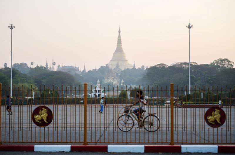 © Reuters. Shwedagon pagoda is seen in Yangon, Myanmar