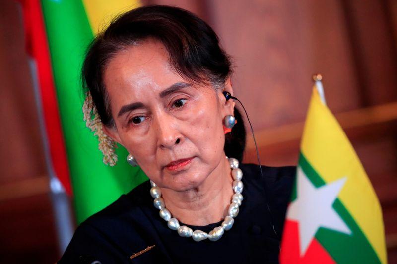 Военные захватили власть в Мьянме, задержали лидера страны