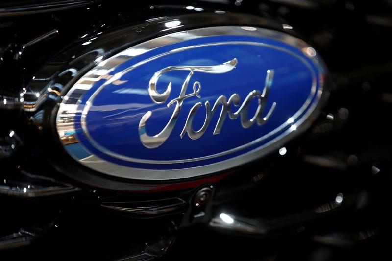 © Reuters. FILE PHOTO: Logo of Detroit-based Ford Motor Co