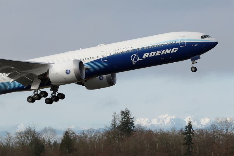 © Reuters. FILE PHOTO: Boeing stages the first flight of its 777X plane outside Seattle