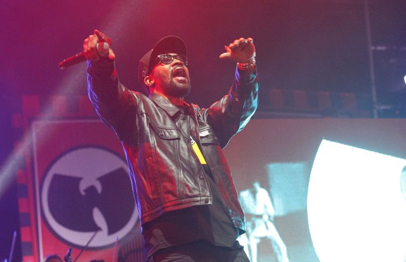 © Reuters. FILE PHOTO: RZA of the Wu-Tang Clan performs during the Coachella Music Festival in Indio