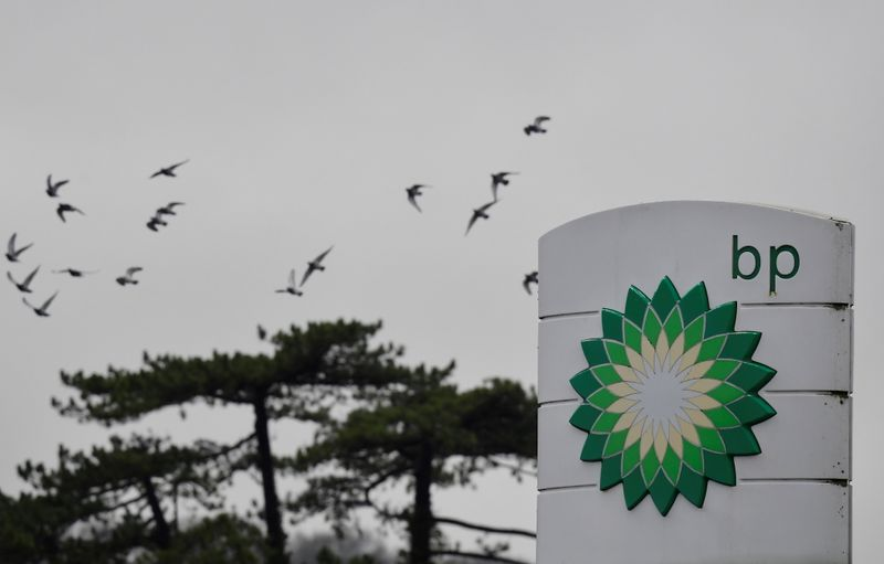 © Reuters. BP ACCUSE SA PREMIÈRE PERTE ANNUELLE EN UNE DÉCENNIE SUR FOND DE PANDÉMIE