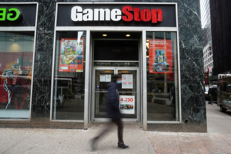 © Reuters. FILE PHOTO: FILE PHOTO: A GameStop store is pictured in New York