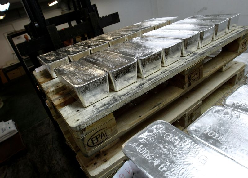 © Reuters. FILE PHOTO: Bars of silver are placed on wooden pallets at the KGHM copper and precious metals smelter processing plant in Glogow
