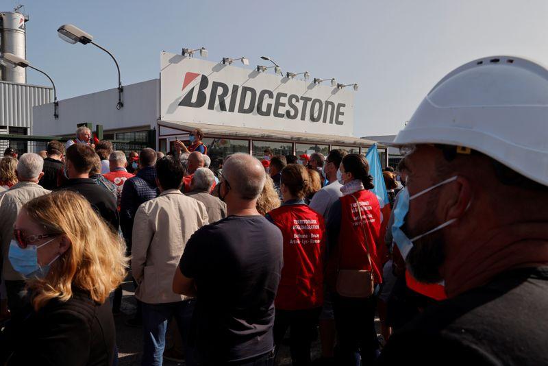 © Reuters. BRIDGESTONE FRANCE: LE PSE SERA SOUMIS À SIGNATURE AU PLUS TARD LE 11 FÉVRIER