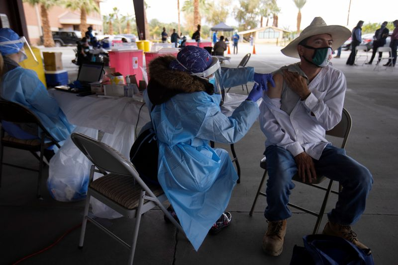 © Reuters. Farmworkers are vaccinated for the coronavirus disease (COVID-19) in California