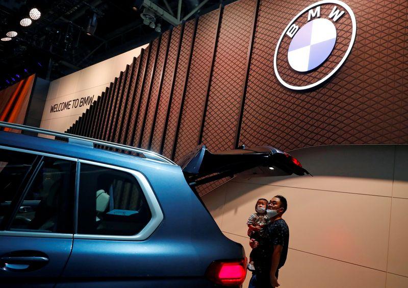 © Reuters. FILE PHOTO: Beijing International Automotive Exhibition