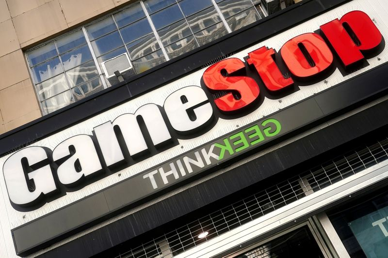 © Reuters. FILE PHOTO: A GameStop store is pictured in New York