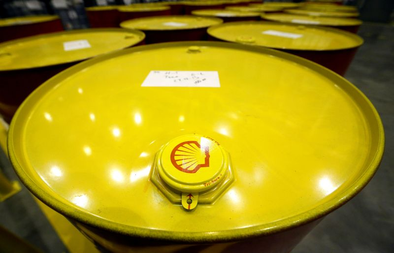 © Reuters. FILE PHOTO:  Filled oil drums are seen at Royal Dutch Shell Plc's lubricants blending plant in the town of Torzhok