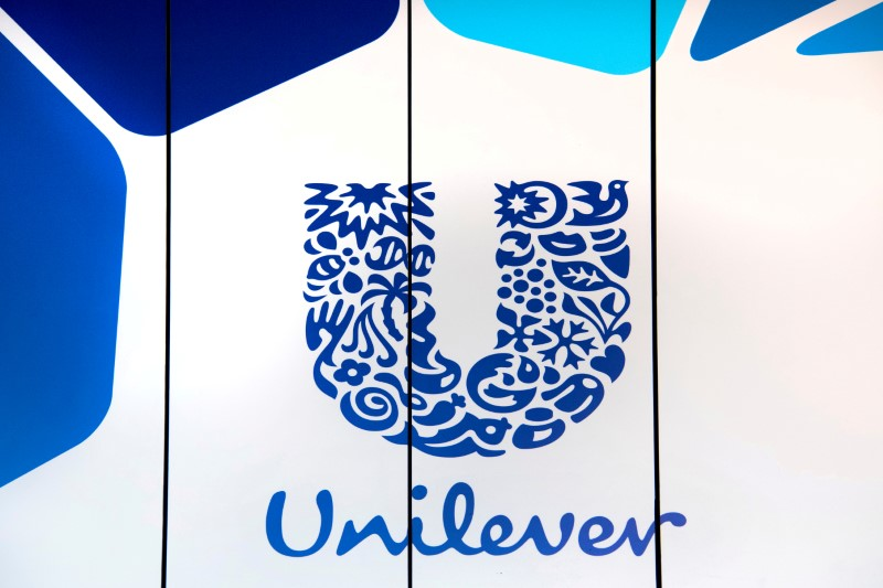 © Reuters. FILE PHOTO: The logo of Unilever is seen at the headquarters in Rotterdam