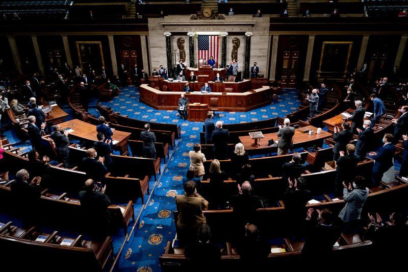 © Reuters. FILE PHOTO: House of Representatives reconvenes in Washington