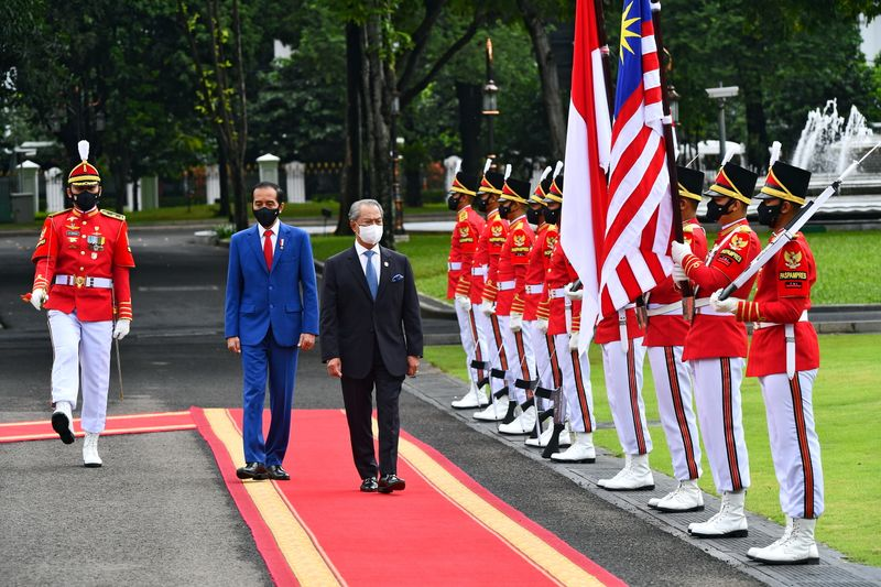© Reuters. Malaysian Prime Minister Muhyiddin Yassin meets Indonesian President Joko Widodo in Jakarta
