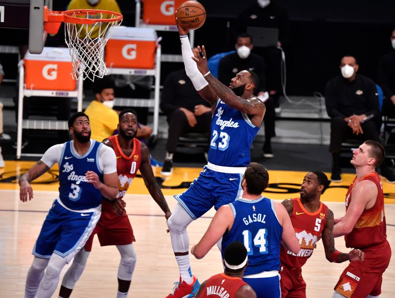 NBA roundup: LeBron James' triple-double leads Lakers' romp