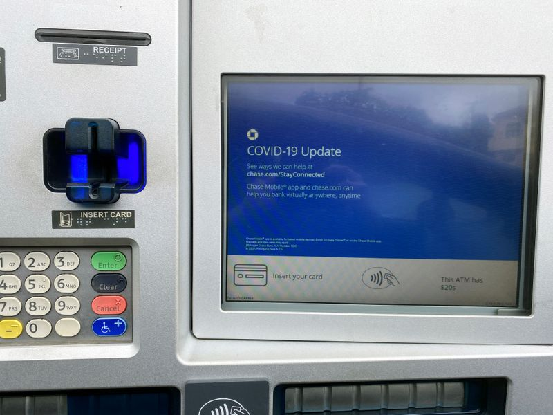 © Reuters. FILE PHOTO: A Chase bank drive-through ATM screen is seen with a COVID-19 message in Los Angeles