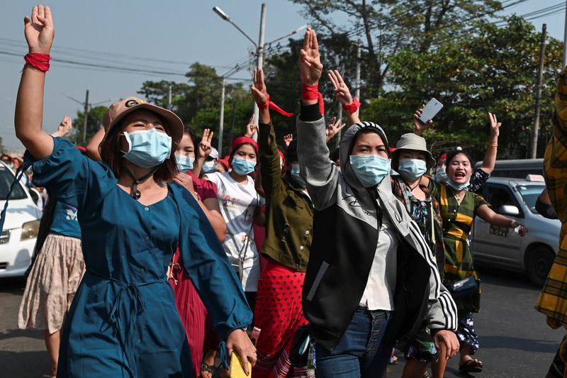 Protests sweep Myanmar to oppose coup, support Suu Kyi